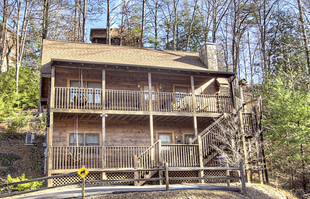Photo of a Pigeon Forge Cabin named  Bearly Country - This is the first photo in the set.