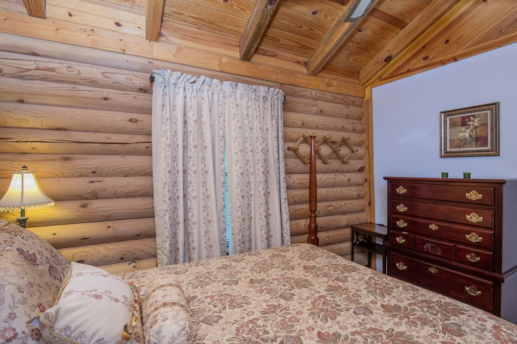 Photo of a Pigeon Forge Cabin named  Rising Eagle - This is the sixth photo in the set.