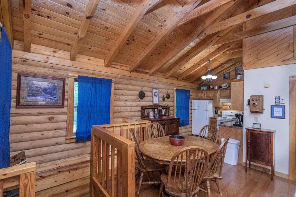 Photo of a Pigeon Forge Cabin named  Rising Eagle - This is the third photo in the set.