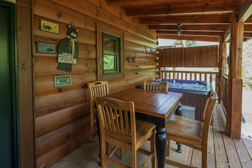 Photo of a Sevierville Cabin named Liam's Retreat - This is the sixteenth photo in the set.