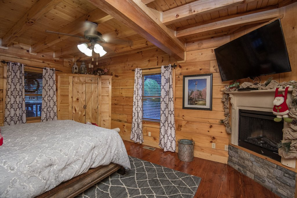 Photo of a Sevierville Cabin named Liam's Retreat - This is the twenty-fifth photo in the set.