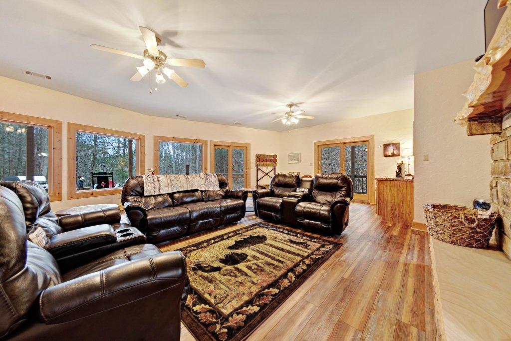 Photo of a Sevierville Cabin named Serenity Hollow - This is the second photo in the set.