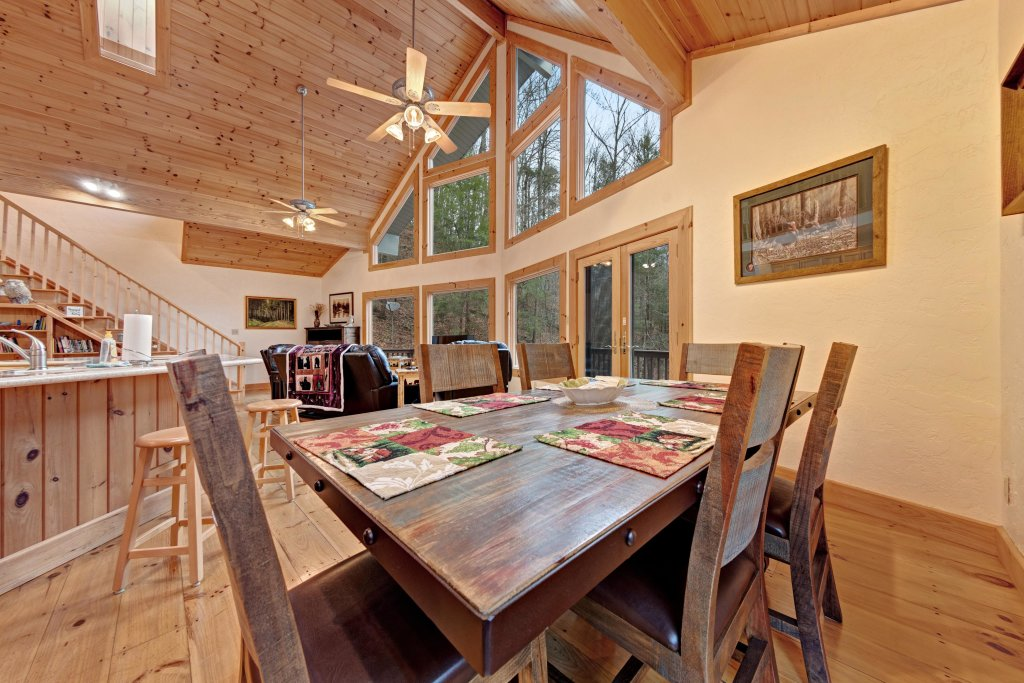Photo of a Sevierville Cabin named Serenity Hollow - This is the fifth photo in the set.