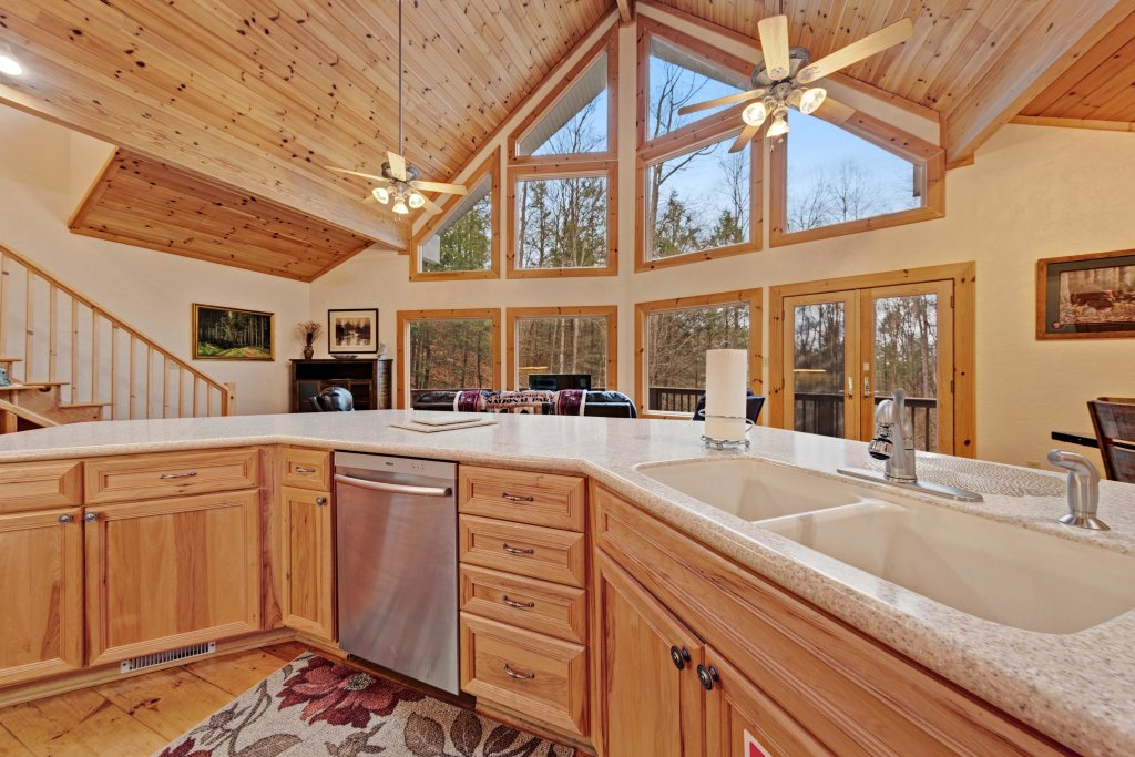 Photo of a Sevierville Cabin named Serenity Hollow - This is the third photo in the set.