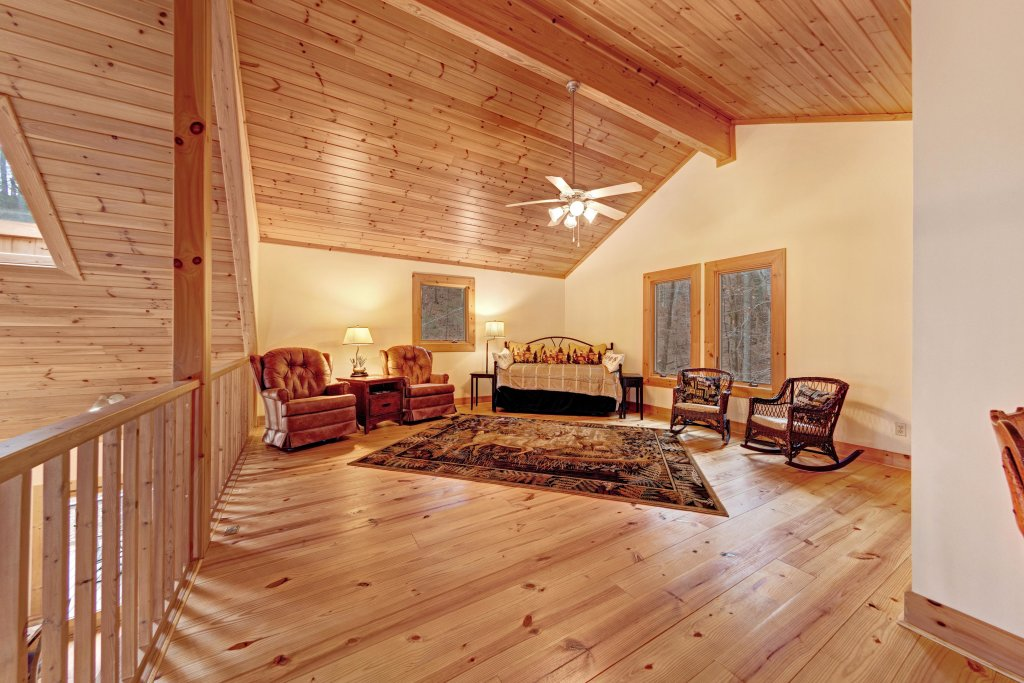 Photo of a Sevierville Cabin named Serenity Hollow - This is the twelfth photo in the set.