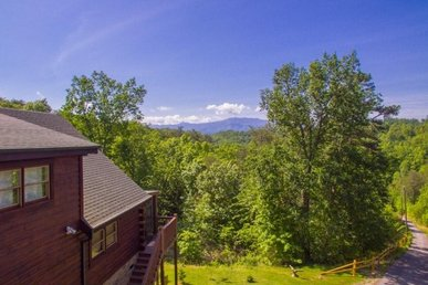 3 Bedroom, 3 Bath Deluxe Cabin For 12 With A Fire Pit And Incredible Views.