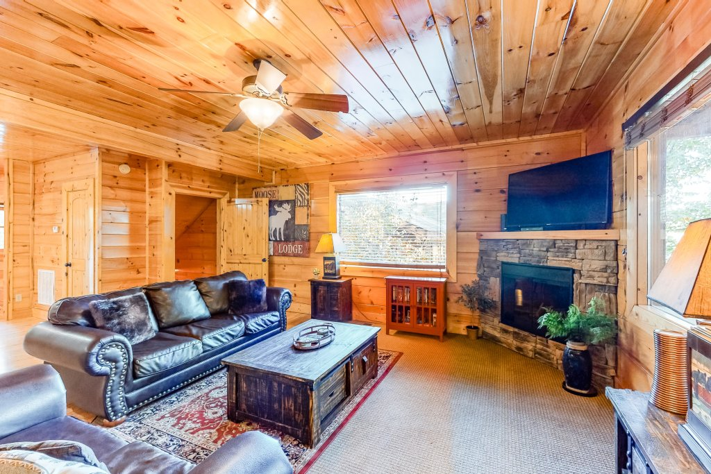Photo of a Sevierville Cabin named Two Feathers - This is the third photo in the set.