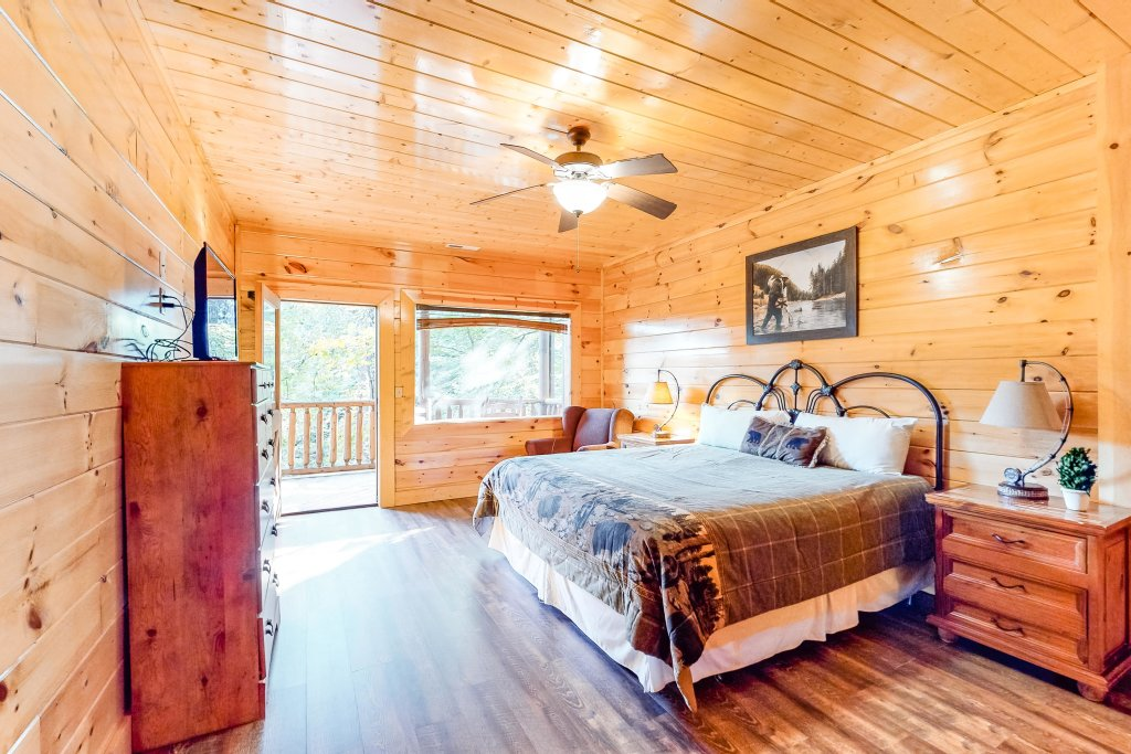 Photo of a Sevierville Cabin named Two Feathers - This is the twenty-first photo in the set.