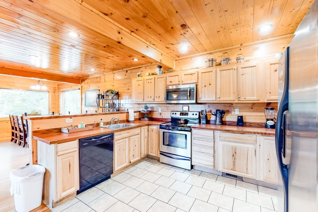 Photo of a Sevierville Cabin named Two Feathers - This is the eighth photo in the set.