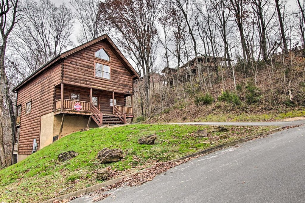 Photo of a Sevierville Cabin named Two Feathers - This is the forty-first photo in the set.