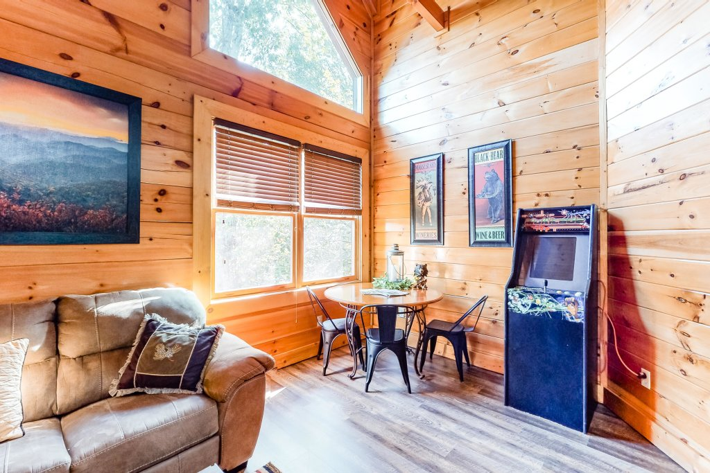 Photo of a Sevierville Cabin named Two Feathers - This is the thirty-second photo in the set.