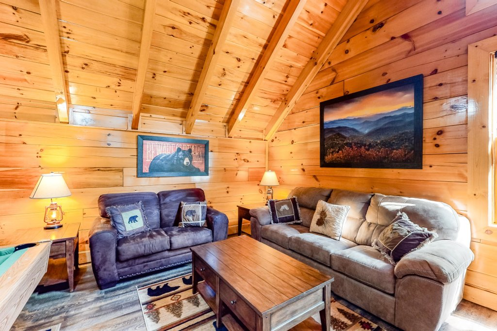 Photo of a Sevierville Cabin named Two Feathers - This is the thirty-first photo in the set.