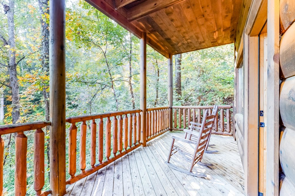 Photo of a Sevierville Cabin named Two Feathers - This is the thirty-fifth photo in the set.