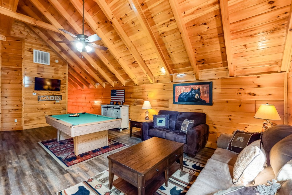 Photo of a Sevierville Cabin named Two Feathers - This is the thirty-third photo in the set.