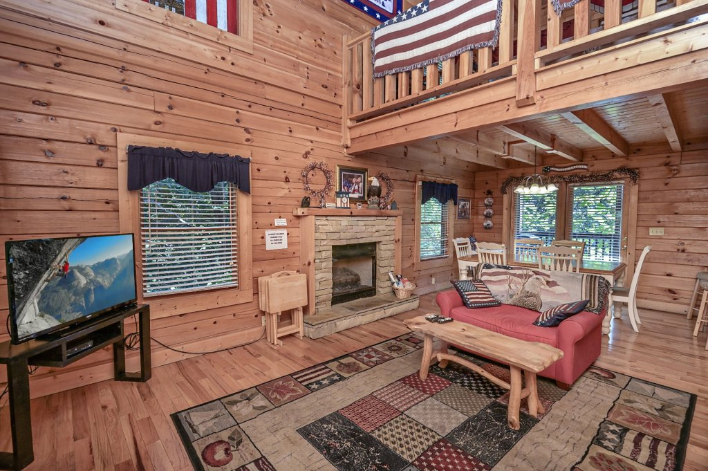 Photo of a Sevierville Cabin named Freedom Rings - This is the third photo in the set.