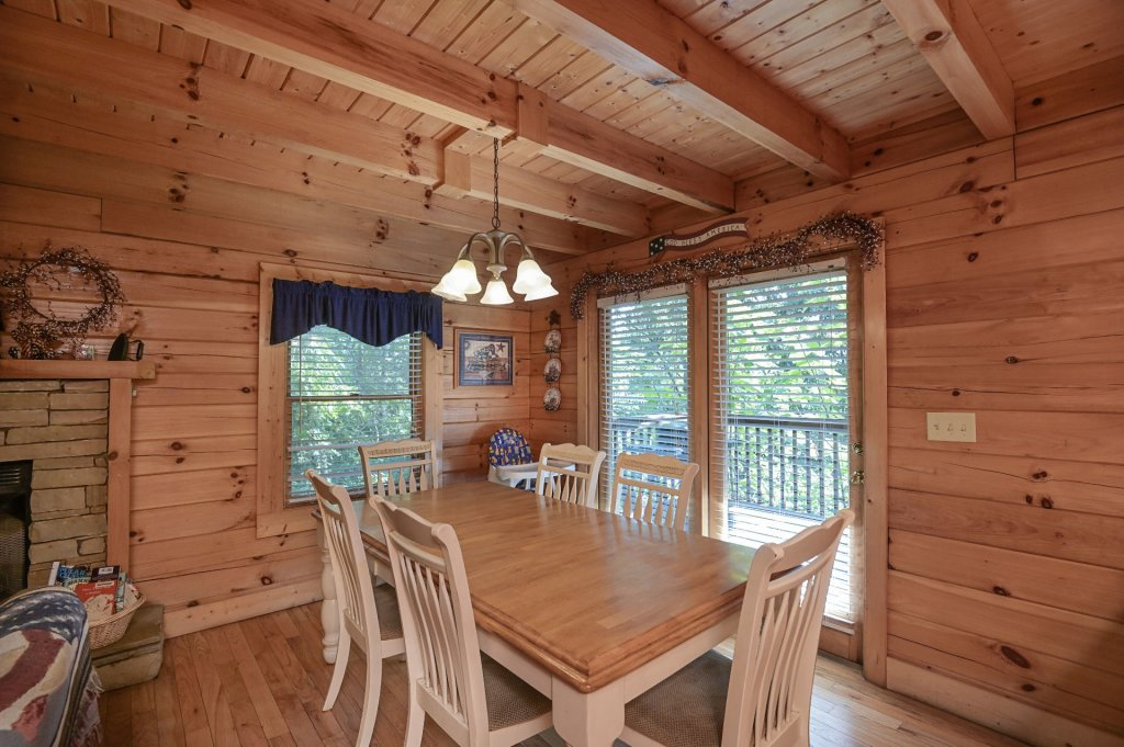 Photo of a Sevierville Cabin named Freedom Rings - This is the eighth photo in the set.