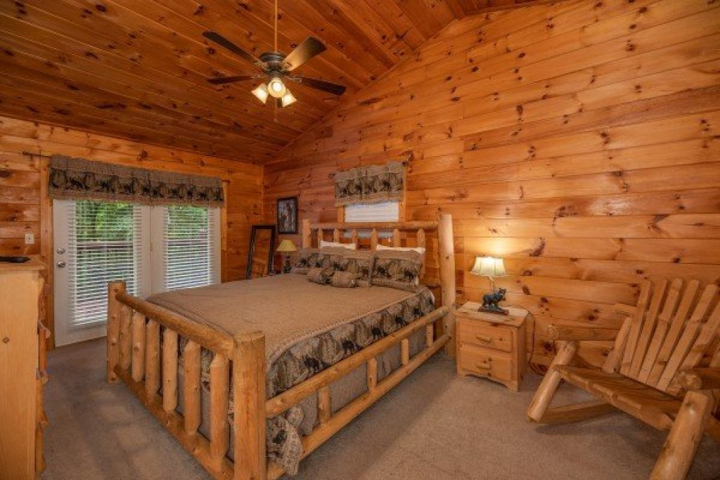 Photo of a Sevierville Cabin named Hidden Pines - This is the twenty-third photo in the set.
