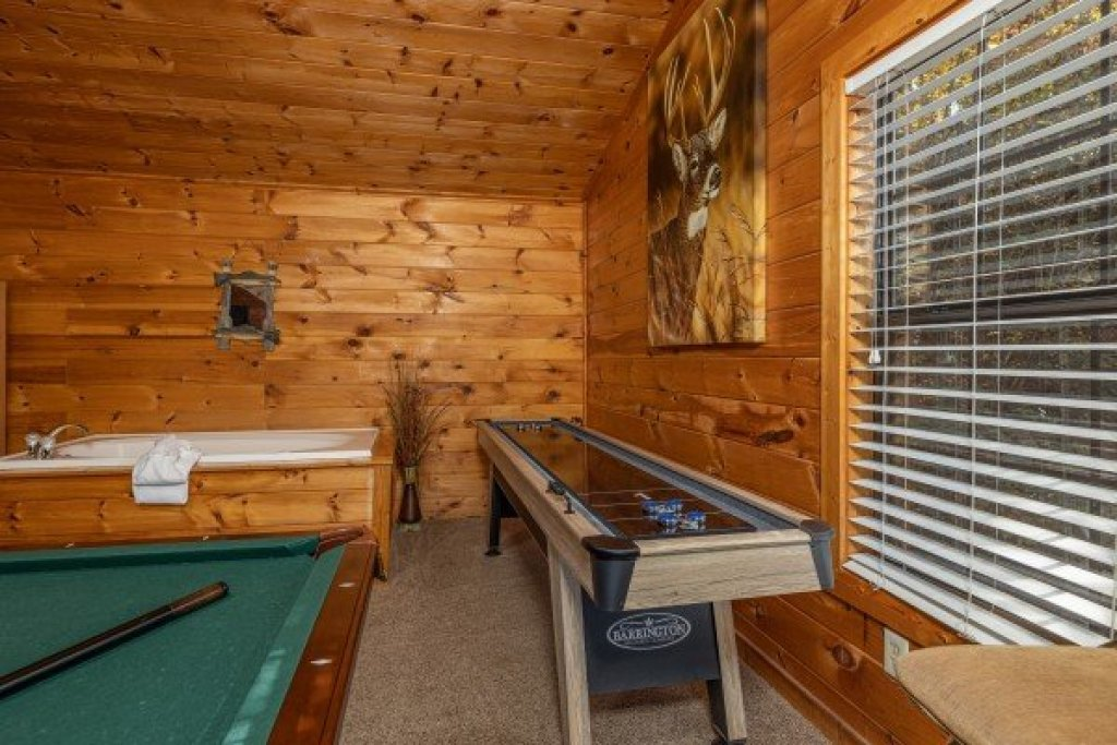 Photo of a Sevierville Cabin named Hidden Pines - This is the eighth photo in the set.