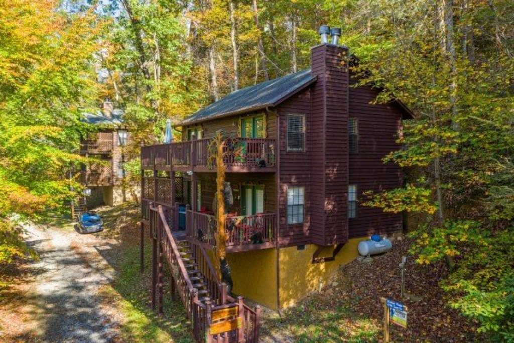 Photo of a Sevierville Cabin named Hidden Pines - This is the first photo in the set.