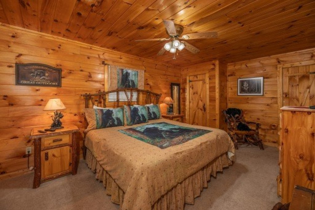 Photo of a Sevierville Cabin named Hidden Pines - This is the twentieth photo in the set.