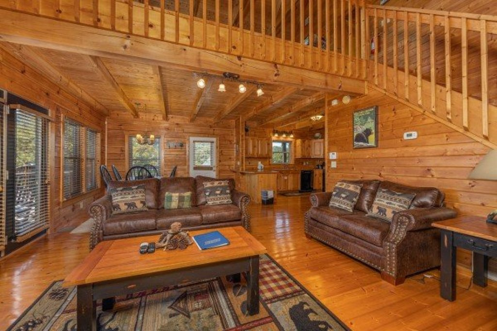 Photo of a Pigeon Forge Cabin named Red Cedar Lodge - This is the fifth photo in the set.