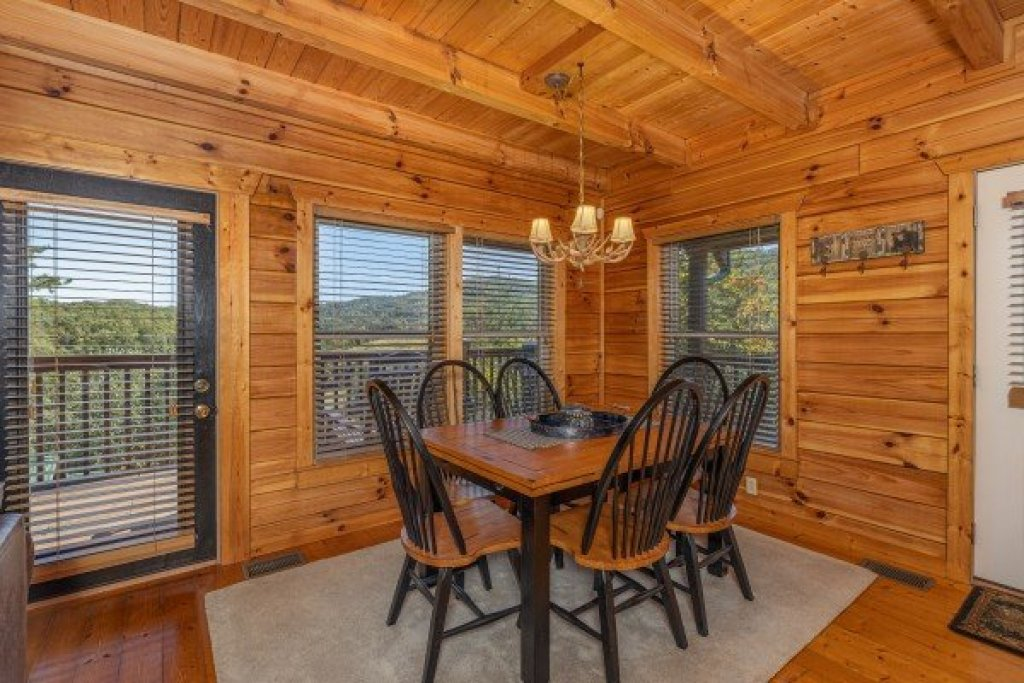 Photo of a Pigeon Forge Cabin named Red Cedar Lodge - This is the sixth photo in the set.