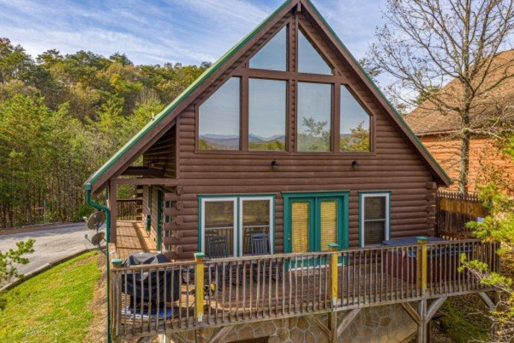 Photo of a Pigeon Forge Cabin named Red Cedar Lodge - This is the third photo in the set.