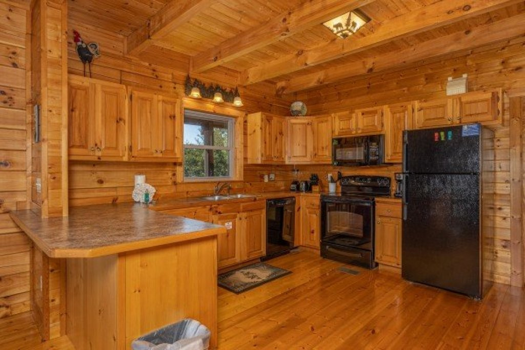 Photo of a Pigeon Forge Cabin named Red Cedar Lodge - This is the tenth photo in the set.