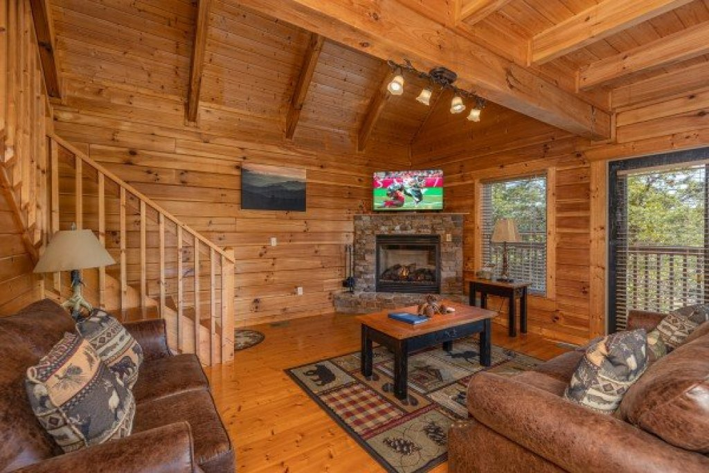 Photo of a Pigeon Forge Cabin named Red Cedar Lodge - This is the fourth photo in the set.