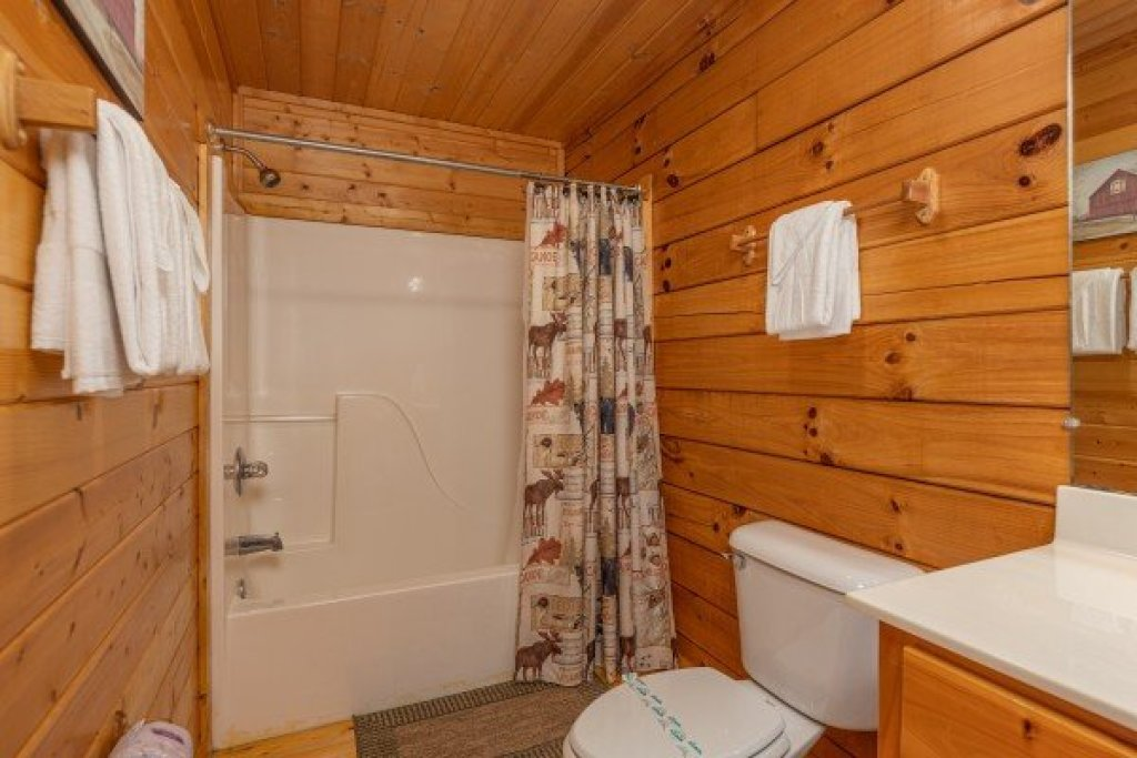 Photo of a Pigeon Forge Cabin named Red Cedar Lodge - This is the fourteenth photo in the set.