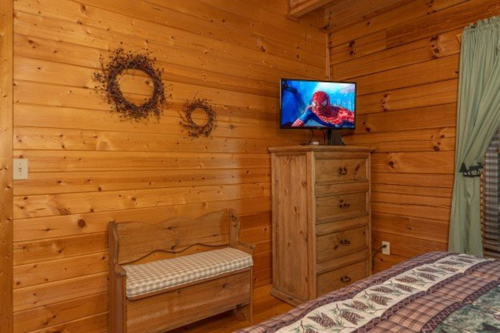 Photo of a Pigeon Forge Cabin named Red Cedar Lodge - This is the thirteenth photo in the set.