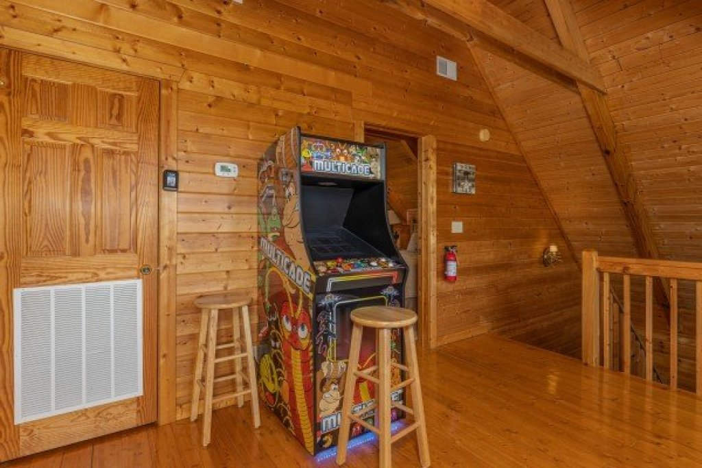 Photo of a Pigeon Forge Cabin named Red Cedar Lodge - This is the eighteenth photo in the set.