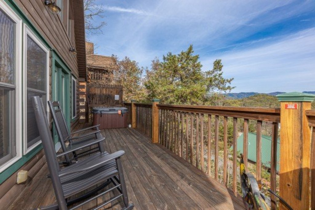 Photo of a Pigeon Forge Cabin named Red Cedar Lodge - This is the eighth photo in the set.
