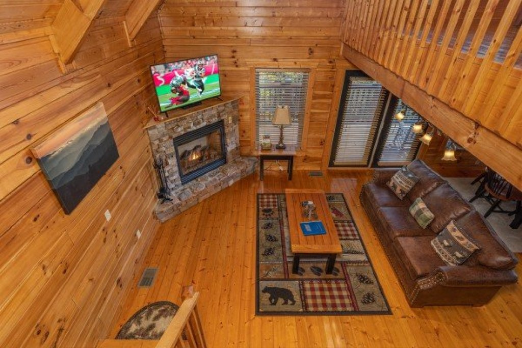 Photo of a Pigeon Forge Cabin named Red Cedar Lodge - This is the fifteenth photo in the set.