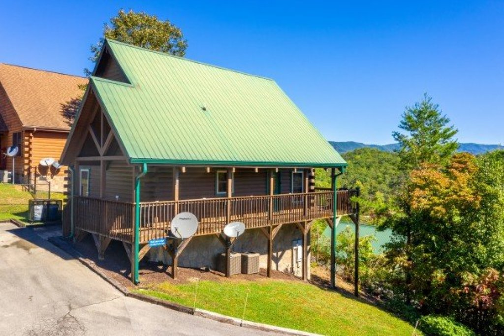 Photo of a Pigeon Forge Cabin named Red Cedar Lodge - This is the twenty-first photo in the set.