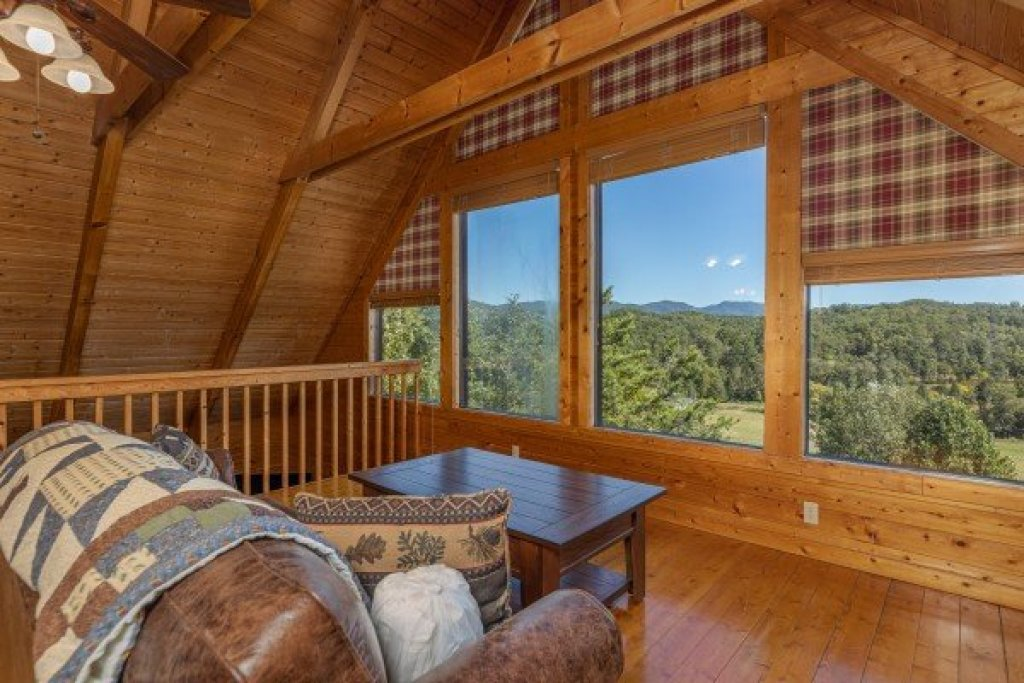Photo of a Pigeon Forge Cabin named Red Cedar Lodge - This is the sixteenth photo in the set.