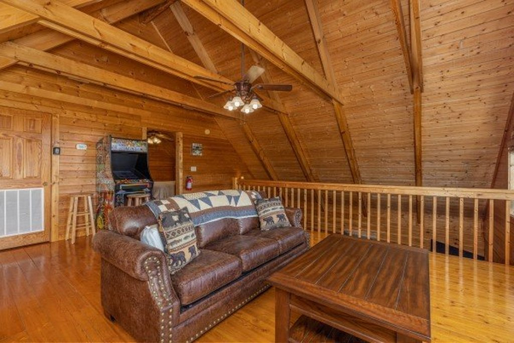 Photo of a Pigeon Forge Cabin named Red Cedar Lodge - This is the seventeenth photo in the set.