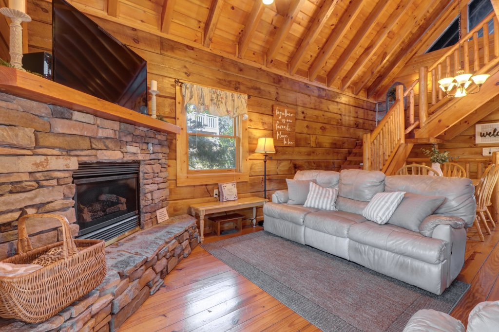 Photo of a Pigeon Forge Cabin named Peaceful Setting Cabin - This is the third photo in the set.