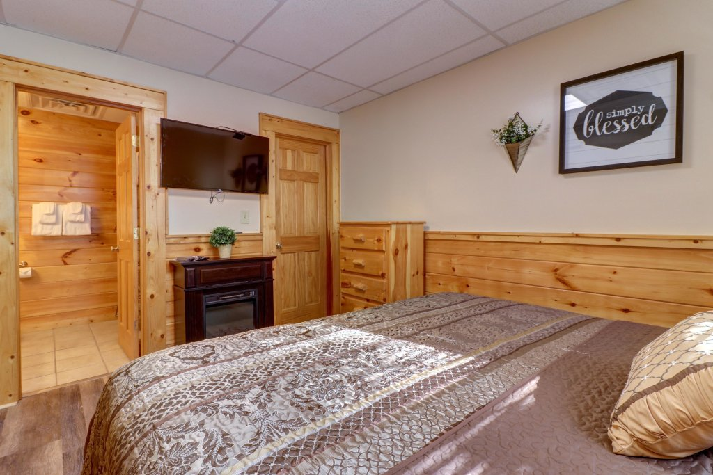 Photo of a Pigeon Forge Cabin named Peaceful Setting Cabin - This is the twentieth photo in the set.