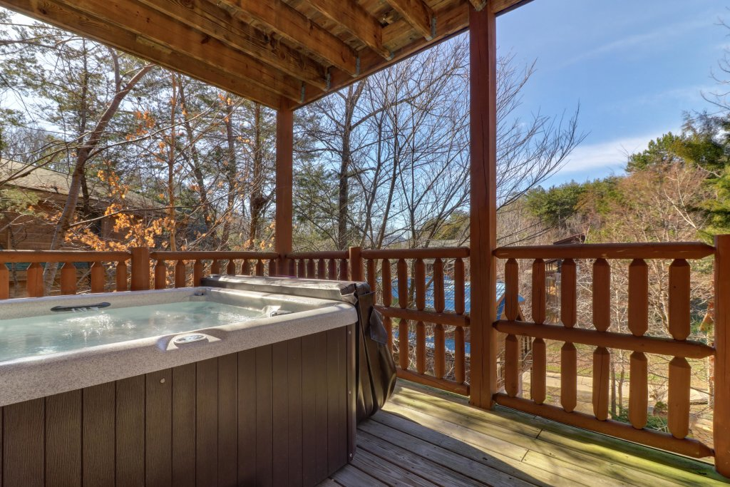Photo of a Pigeon Forge Cabin named Peaceful Setting Cabin - This is the thirty-fifth photo in the set.