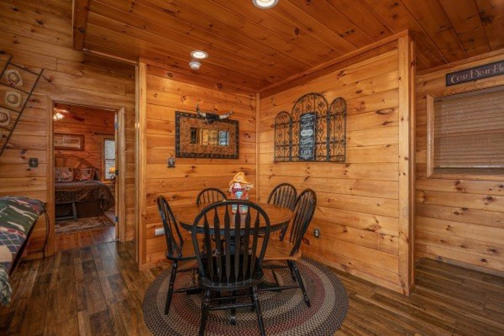 Photo of a Sevierville Cabin named True Grit - This is the sixth photo in the set.