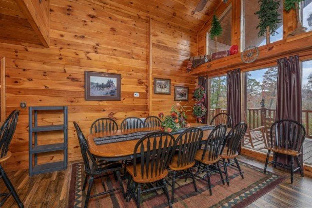 Photo of a Sevierville Cabin named True Grit - This is the fourth photo in the set.