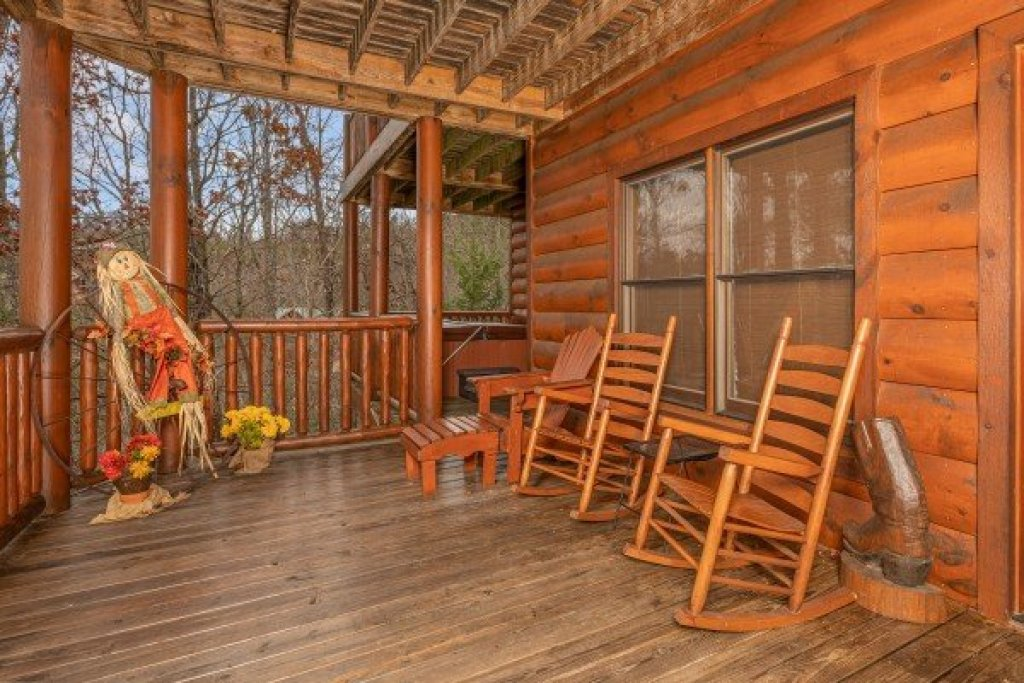 Photo of a Sevierville Cabin named True Grit - This is the thirtieth photo in the set.