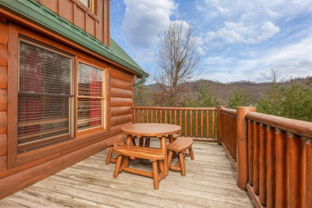 Photo of a Sevierville Cabin named True Grit - This is the thirty-sixth photo in the set.