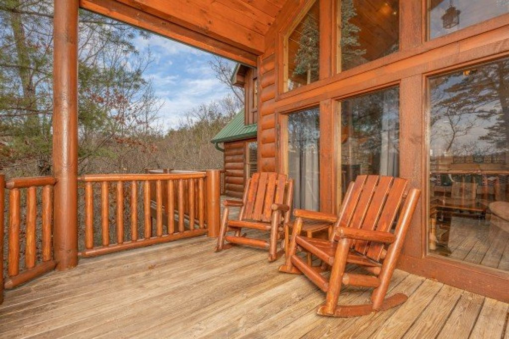 Photo of a Sevierville Cabin named True Grit - This is the thirty-seventh photo in the set.
