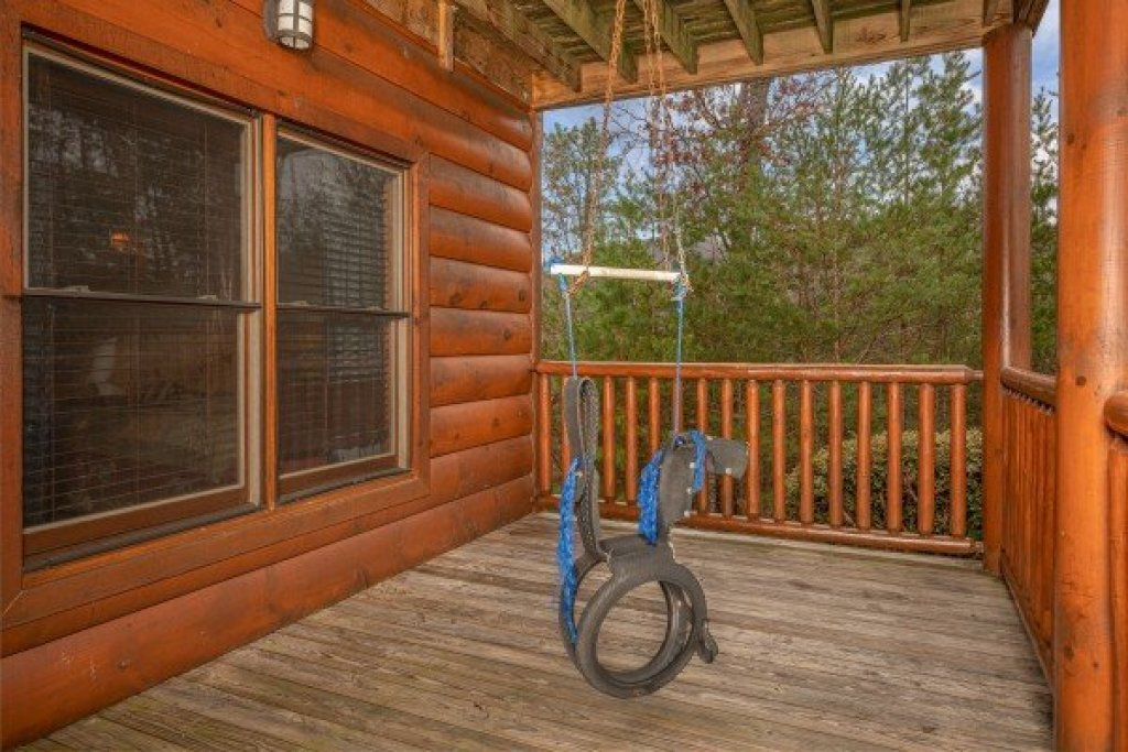 Photo of a Sevierville Cabin named True Grit - This is the thirty-second photo in the set.
