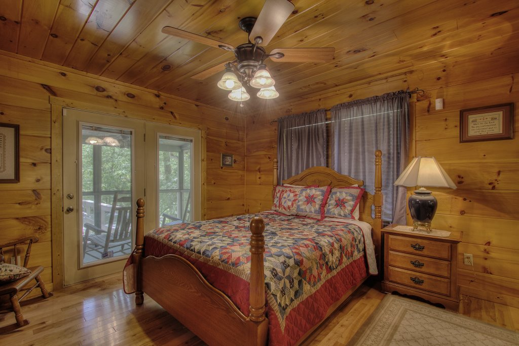 Photo of a Gatlinburg Cabin named Living Waters #376 - This is the twenty-eighth photo in the set.