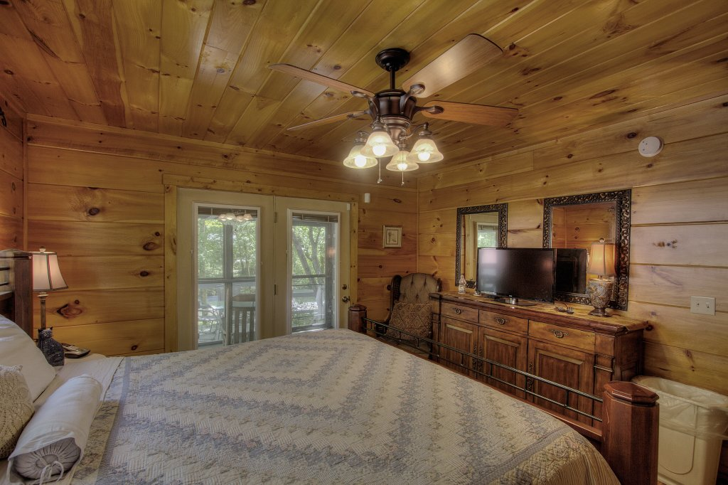 Photo of a Gatlinburg Cabin named Living Waters #376 - This is the twenty-sixth photo in the set.