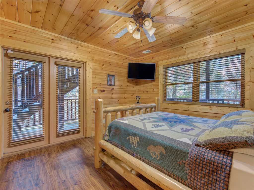 Photo of a Gatlinburg Cabin named Family Ties Lodge - This is the twenty-fourth photo in the set.