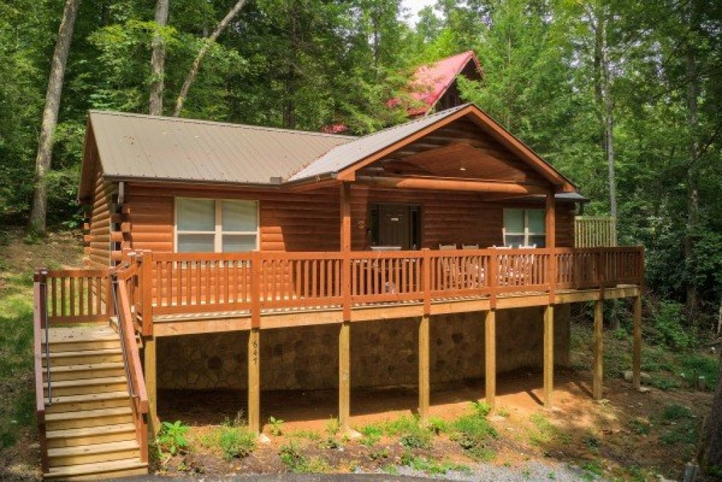 Photo of a Gatlinburg Cabin named Paws On The Porch - This is the first photo in the set.